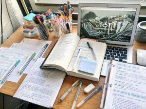 escrivaninha notebook verbos irregulares em ingles
