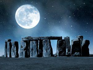 Lua cheia representando a origem da palavra Monday (Full moon)