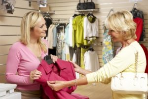 two woman shopping dresses look for phrasal verbs
