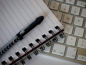 caderno caneta e teclado ingles rapido